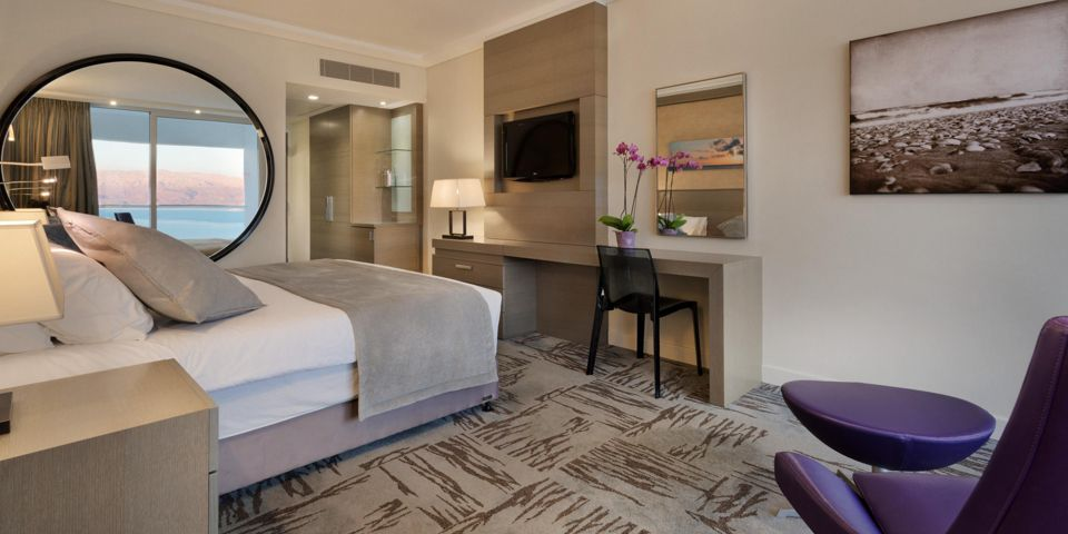 Crowne Plaza Dead Deluxe Suite