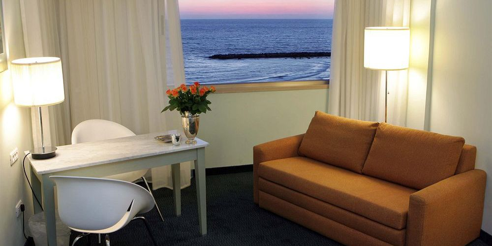 deluxe-sea-view-room-