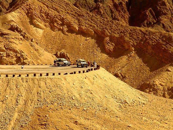 На джипах в пустыне