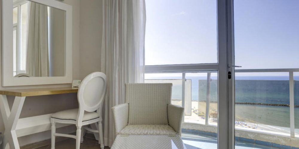 balcony-deluxe-room